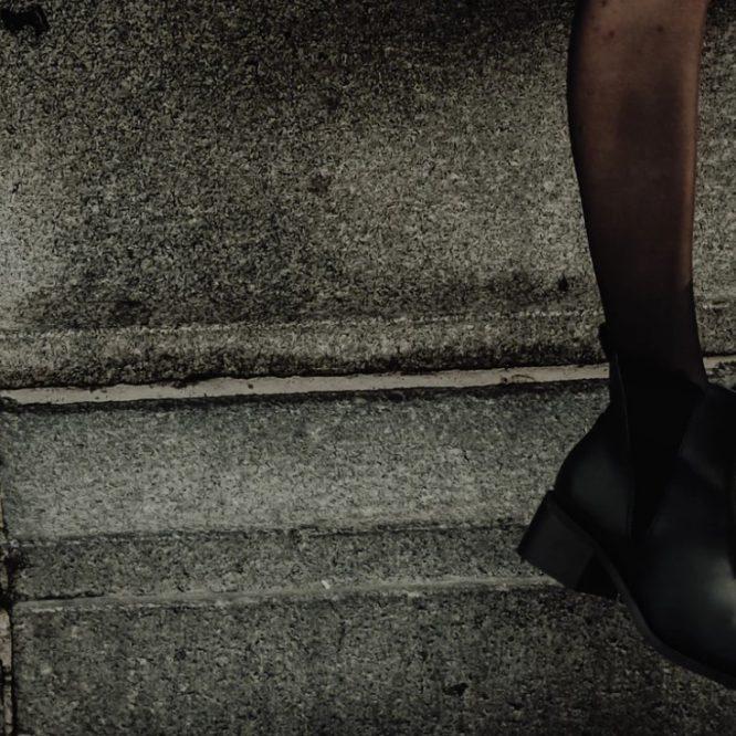 Botki damskie - dlaczego warto korzystać w wyprzedaży?