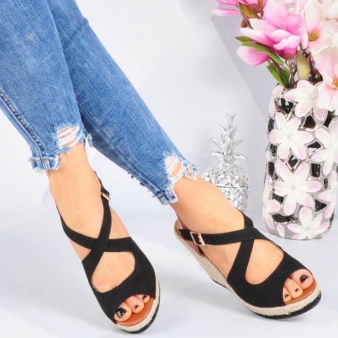 sandały na koturnie czarne